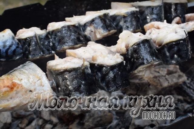 Жарка шашлыка из скумбрии