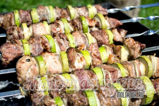 Кабачково-мясной шашлык