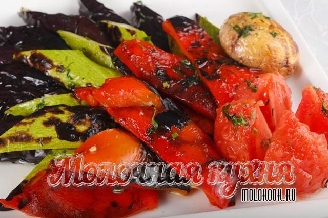 Болгарский перец с кабачками на мангале в соевом соусе