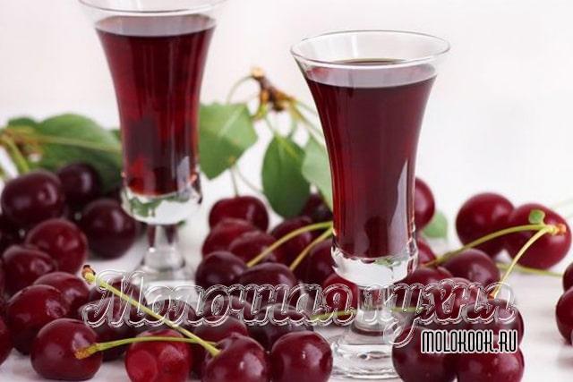 Рецепт наливки из вишни «Все по 4»