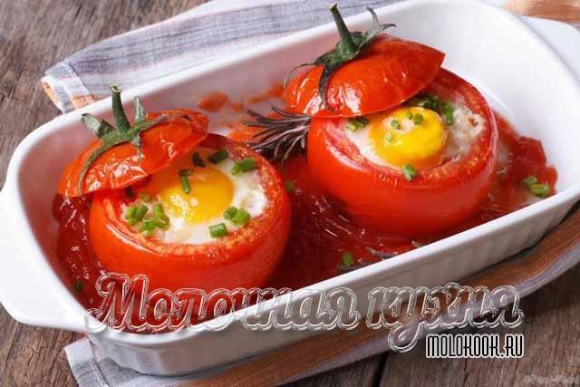 Яйца, запеченные в помидорах
