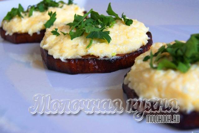 Бутерброды с плавленым сыром и вареными яйцами
